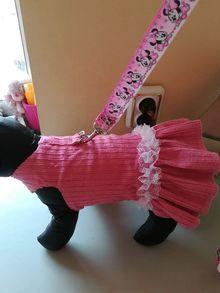 Кадифена розова рокличка-нагръдник